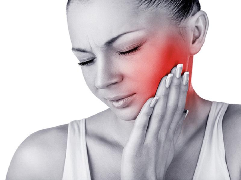 dolor detras de la oreja