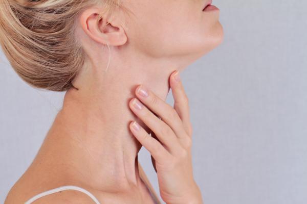 Causas de picazón en la garganta y nariz tapada