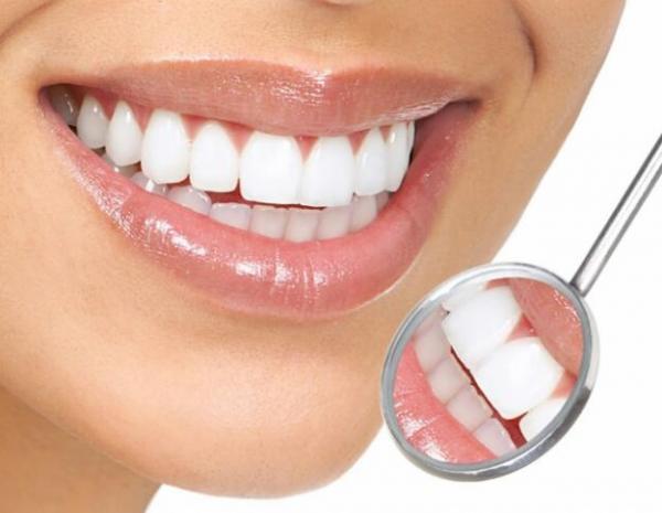 Cepillarse los dientes con bicarbonato de sodio