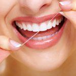 El dolor de encías entre los dientes