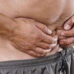 Qué causa el sangrado del botón del vientre
