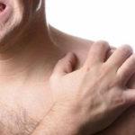 ¿Qué causa el dolor debajo de la clavícula derecha?