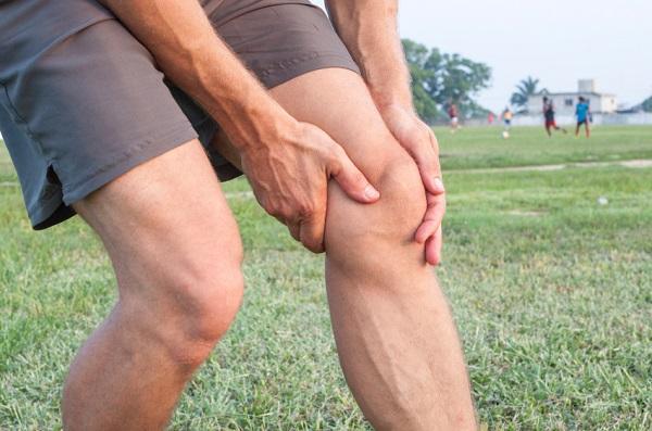 la-recuperacion-de-los-musculos-del-muslo-dolorido-despues-de-las-sentadillas