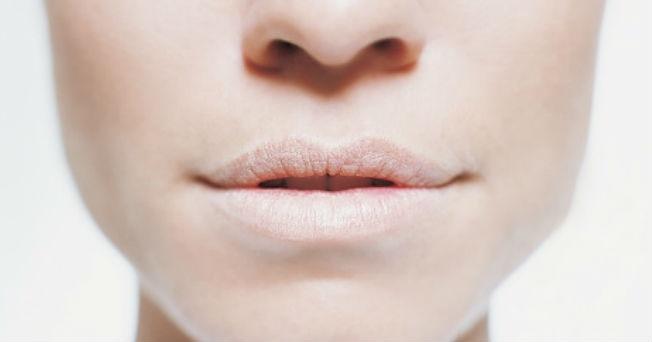 que-causa-la-garganta-seca-y-rasposa