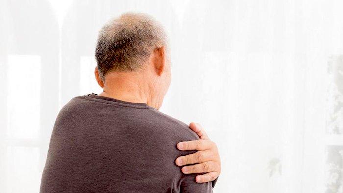 Causas más comunes de dolor entre las cuchillas del hombro