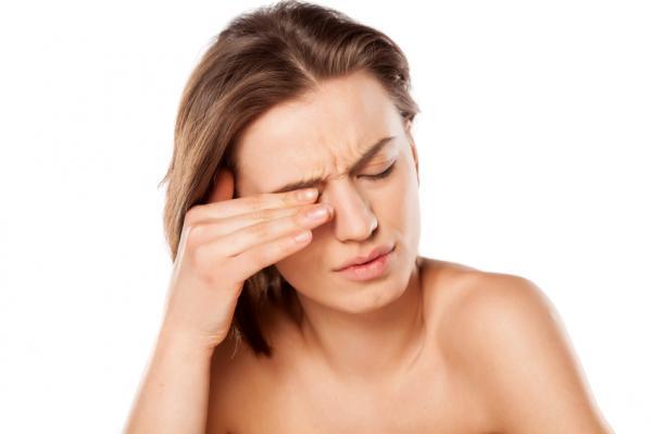 El astigmatismo causa una visión borrosa