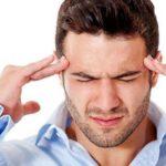 Dolor agudo en la parte posterior de la cabeza en el lado derecho