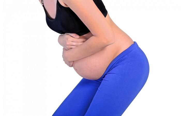 sentimiento burbujeante embarazo estomacal