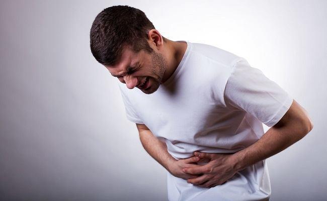 causas-dolor-abajo-izquierda-abdomen-hombres