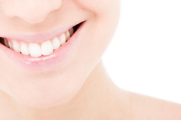 como-aliviar-las-encias-y-los-dientes-doloridos