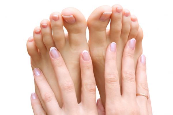Cómo ablandar las uñas de los pies duras