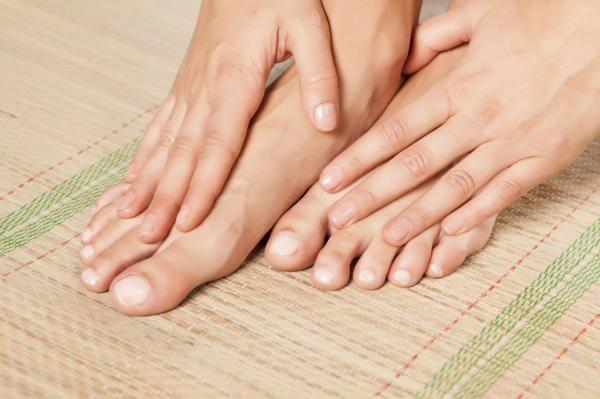 Comience desde la parte superior de la uña del pie grande