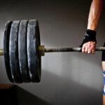 como-el-levantamiento-de-pesas-afecta-la-destreza-de-los-dedos